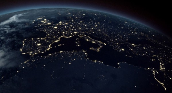 earth-from-space-at-night-wallpaper-l-r-ibackgroundz.com_p2227998