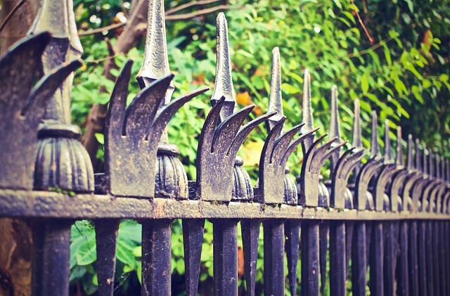 fence-569281_640